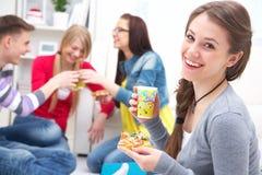 De partij van tienerjaren met pizza Royalty-vrije Stock Afbeeldingen