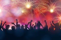 De partijmensen vieren nieuwe jaarvooravond royalty-vrije stock foto
