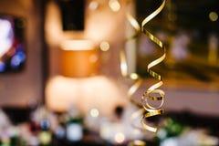 De partijwimpels defocused achtergrond Gouden klatergoud Royalty-vrije Stock Afbeelding