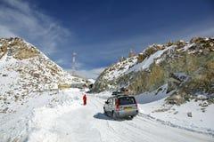 De pas van Khardungla - één van de hoogste motorable wegen Royalty-vrije Stock Fotografie