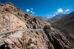 De pas van Khardungla stock afbeeldingen