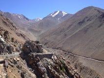 De pas van Khardungla hoogste weg in de Wereld Leh, Ladakh, India royalty-vrije stock afbeelding