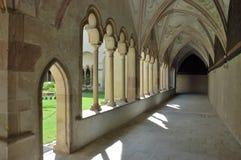 De passage van de boog in Franciscan klooster. stock foto