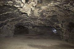 De Passagegaten van Lava Tube Cave Interior en van de Uitgang Royalty-vrije Stock Fotografie