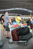 De passagiers die bij de Vreedzame Lucht van Jetstar wachten controleren in tellers royalty-vrije stock afbeelding