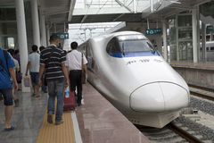 De passagiers hebben een reis door hoge snelheidstrein Royalty-vrije Stock Foto