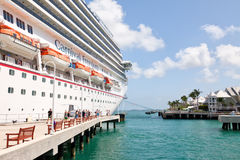 De passagiers ontschepen het Schip van de Cruise in Key West Stock Fotografie