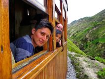 De passagiers van Toerist leiden in Alausi, Ecuador op stock fotografie