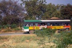 De passagiers zijn niet samen in bus Stock Foto