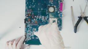 De passieve micro van Componentenpcb: weerstanden en condensatoren Hoofdelektricien stock video