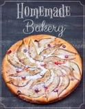 De Pastei Eigengemaakte Bakkerij van afficheperen op de Houten achtergrond Royalty-vrije Stock Afbeeldingen