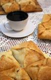 De pastei en de kop thee van de rookwolk Stock Foto's
