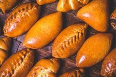 De pastei van de oven ligt op de lijst royalty-vrije stock fotografie