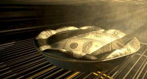 De Pasteibaksel van het Amerikaanse dollargeld in de Oven royalty-vrije stock afbeelding
