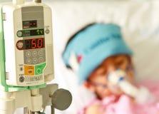 De patiënt van de jongen in het ziekenhuis Stock Afbeelding