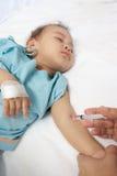 De patiënt van de jongen in het ziekenhuis Stock Fotografie