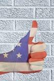 De patriottische vlagduimen ondertekenen omhoog Stock Foto