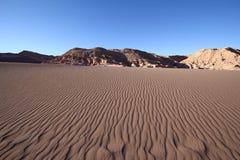 De Patronen van de Rimpeling en van de Schaduw van het zand Royalty-vrije Stock Foto's