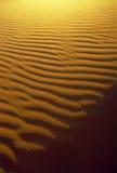 De Patronen van de Rimpeling en van de Schaduw van het zand Stock Afbeelding