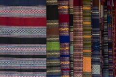De Patronen van hand - gemaakte die stof in het Noorden van Thailand wordt geweven stock foto
