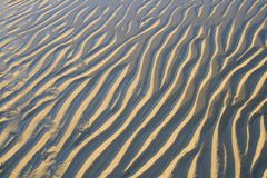 De Patronen van het zand op het Strand Stock Afbeelding