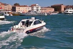 De patrouille van de waterpolitie in Venetië, Italië Royalty-vrije Stock Afbeelding
