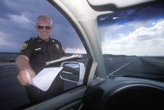 De patrouillerend politieagent van de weg Stock Fotografie