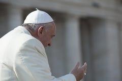 De paus Francis begroet gelovig royalty-vrije stock afbeelding