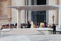 De paus Francis (Papa Francesco) ontmoette een Kardinaal Stock Foto's