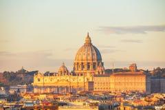 De Pauselijke Basiliek van St Peter in de stad van Vatikaan Stock Foto