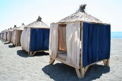 De paviljoenen van het strand Stock Foto's