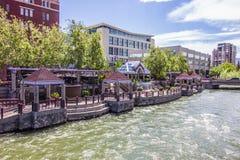 De Paviljoenen van de riviergang in Reno Van de binnenstad royalty-vrije stock afbeeldingen