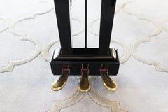 De pedalen van de tooncontrole van een piano Royalty-vrije Stock Foto's