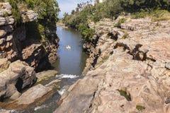 De Peddelboot van laguneklippen Stock Fotografie