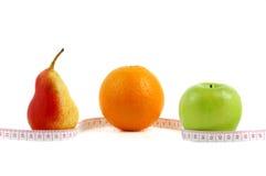 De peer, de sinaasappel en de appel maten de meter Stock Fotografie