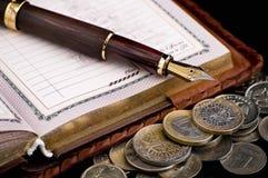 De pen van de agenda en van de inkt Stock Foto's