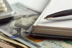 De pen van de de marktanalyseclose-up van de financiële boekhoudingsvoorraad, creditcardgeld Royalty-vrije Stock Afbeelding
