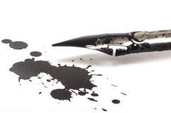 De pen van de inkt en inktvlek royalty-vrije stock afbeeldingen