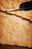 De pen van de veer en oud document Stock Afbeeldingen