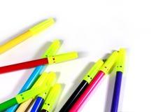 De pennen van de kleurenschets met witte achtergrond royalty-vrije stock afbeeldingen