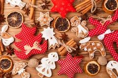 De peperkoekkoekjes van Kerstmis Stock Afbeeldingen