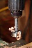 De pers van de boor met een forstnerbit in bijlage stock afbeeldingen