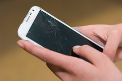 De persoon heeft telefoon gebroken Royalty-vrije Stock Afbeeldingen