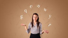 De persoon jongleert met met brieven royalty-vrije stock foto
