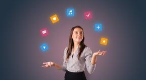 De persoon jongleert met met toepassingspictogrammen stock foto's