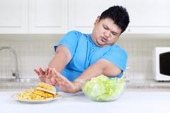 De persoon weigert om snel voedsel te eten royalty-vrije stock afbeeldingen