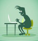 De persoon zit voor de computer Stock Foto's