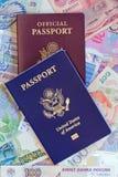 De persoonlijke en officiële paspoorten van Verenigde Staten Stock Foto