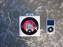 De persoonlijke MP3-speler om aan uw favoriet te luisteren stemt, kunstenaars en muziek Deze speler neemt weinig ruimte op, weini stock fotografie