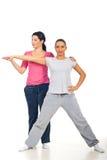De persoonlijke trainer staat vrouw geschiktheid bij Stock Afbeeldingen